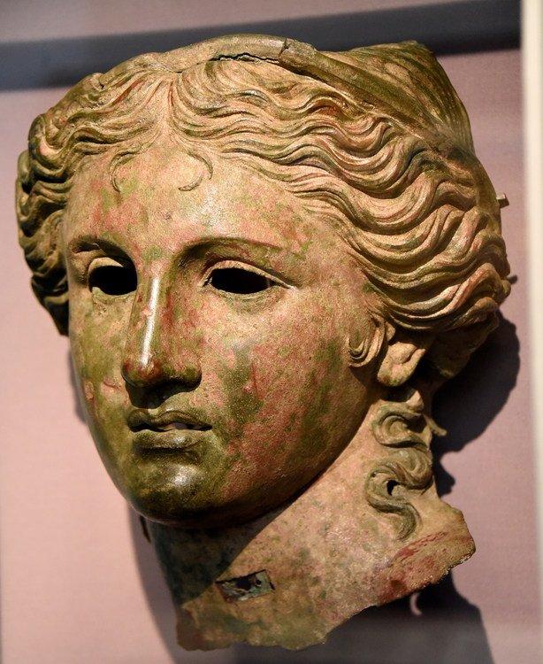 سردیس برنزی آناهیتا واقع در موزه بریتانیا